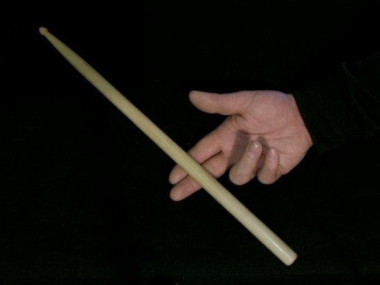 how to properly hold drum sticks